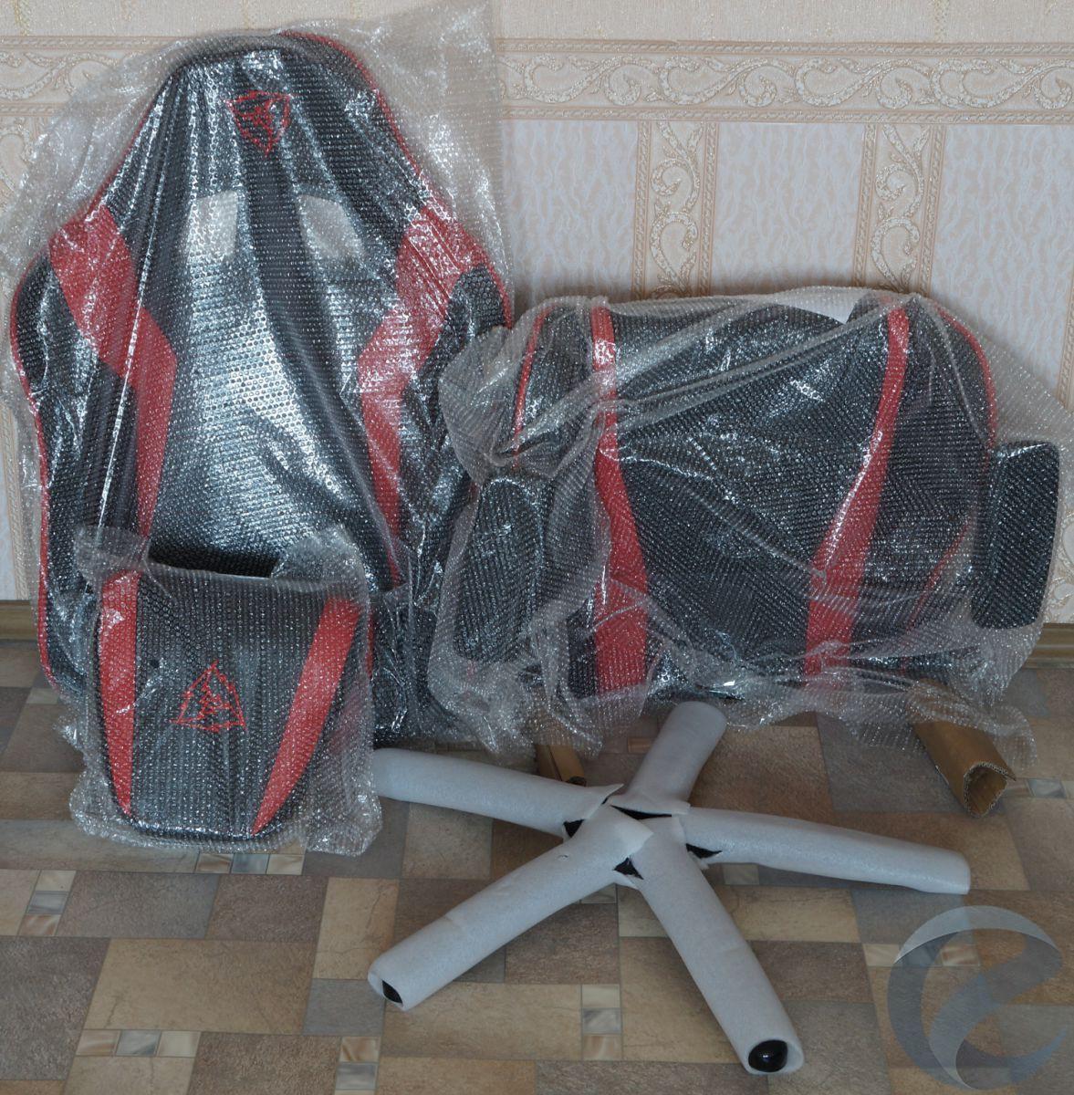 Упаковка и комплектация игрового кресла ThunderX3 TGC30