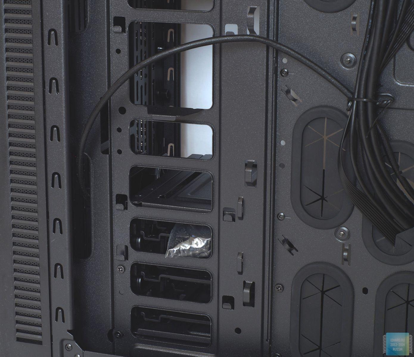 Внешний вид и строение корпуса Thermaltake Suppressor F31